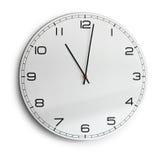 Odizolowywający na biel nowożytny ścienny zegar Fotografia Royalty Free