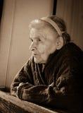 odizolowywający nad portreta seniora białą kobietą zdjęcie royalty free