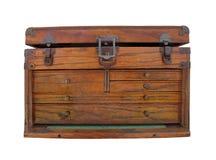 Odizolowywająca stara drewniana narzędziowa klatka piersiowa. Fotografia Royalty Free