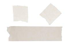 Odizolowywający maskować taśmy kleistej na białego papieru tle Obrazy Royalty Free