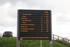 Odjazd deska przy rainstadrail stacją Rodenrijs dla szybkich kolejek między meliną Haag i Rotterdam obrazy stock