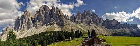 Odle funes dal, södra tyrol, Italien arkivfoton