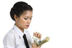 odliczający bizneswomanu pieniądze Fotografia Royalty Free