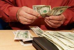 odliczający pieniądze obraz royalty free