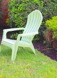 Odludny krzesło na gazonie zdjęcie royalty free