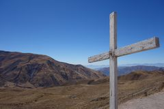 Odludny krzyż na górze góry - Capilla San Rafael, salto, Argentina fotografia royalty free