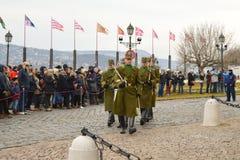 Odmienianie Ceremonialna elita piechota blisko Buda kasztelu w Budapest obraz royalty free