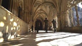 Odmienianie opiekuny w Batalha monasterze zbiory wideo