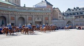 Odmienianie strażnik blisko pałac królewskiego. Szwecja. Sztokholm Obrazy Stock