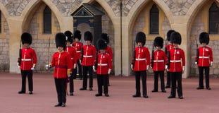 Odmienianie strażnik przy Windsor kasztelem zdjęcia royalty free