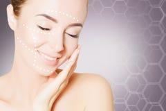 Odnawić skóry concpet Kobiety twarzy portret z udźwig ocenami Zdjęcie Royalty Free