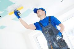 odnowienie Gipsiarz spackling gipsowego plasterboard sufit z kitem fotografia royalty free