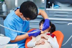Odontoiatria pediatrica, odontoiatria di prevenzione, concetto di igiene orale immagini stock