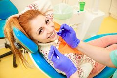 Odontoiatria, trattamento dentario fotografia stock