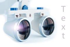 Odontologia binocular das lupas Aplicação do sistema ótico no treatme Foto de Stock