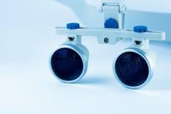 Odontologia binocular das lupas Aplicação do sistema ótico no treatme Fotos de Stock Royalty Free