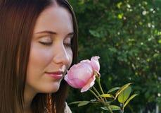 Odore delle rose fotografia stock libera da diritti