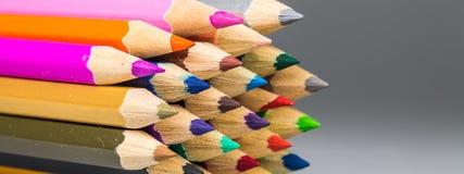 odosobneni colour ołówki zdjęcie stock