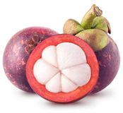 Odosobneni mangostany Dwa cały i połówka mangostan owoc odizolowywać na białym tle z ścinek ścieżką zdjęcia royalty free