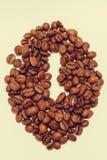 odosobniona kawowa fasola robić od kawowych fasoli Zdjęcie Royalty Free