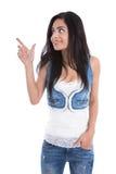 Odosobniona młoda atrakcyjna kobieta wskazuje z forefinger zdjęcia royalty free