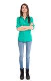 Odosobniona młoda kobieta w niebieskich dżinsach w pełnej długości. obrazy stock