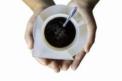 Odosobniona ręka trzyma Gorącą kawę Stawia szkło biel na bielu fotografia stock