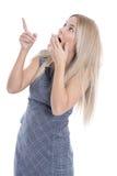 Odosobniona zdziwiona młoda atrakcyjna biznesowa kobieta na bielu plecy Zdjęcie Stock