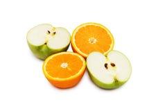 odosobnione pomarańcze jabłka Fotografia Stock