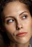 Odosobnionego portreta kobiety młody ładny główkowanie Zdjęcia Stock