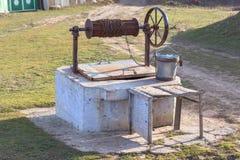 odosobnionego przedmiota wiejski wodnego well biel Fotografia Stock