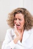 odosobnionego strzału pracowniana toothache biała kobieta zdjęcie royalty free