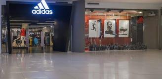 Odosobniony Adidas Przechuje w Gaisano centrum handlowym Obraz Royalty Free