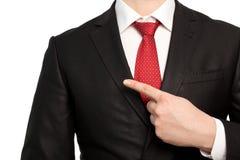 Odosobniony biznesmen w kostiumu wskazuje palec przy przedmiotem zdjęcia royalty free