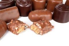 odosobniony czekolada cukierki zdjęcia stock