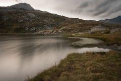 Odosobniony dom w Switzerland alps zdjęcie stock