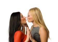 odosobniony dziewczyny całowanie Zdjęcie Royalty Free