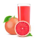 Odosobniony napój Szkło soku i cięcia różowy grapefruitowy odosobniony na białym tle Obrazy Stock
