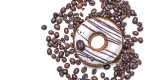 Odosobniony pączek z kawowe fasole Zdjęcie Royalty Free
