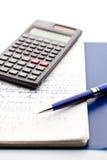 Odosobniony pióro, naukowy kalkulator i notepad maths, Fotografia Stock