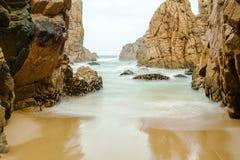 Odosobniony plażowy Ursa na Atlantyk wybrzeżu blisko przylądka Roca Fotografia Stock