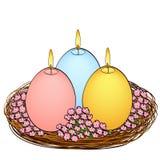 Odosobniony przedmiot na białego tła Wielkanocnych świeczkach w formie jajka Trzy kawałka różni kolory z ogieniem royalty ilustracja