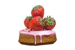Odosobniony słodki pączek w glazerunku i świeża truskawka na bielu Zdjęcie Royalty Free