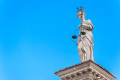 odosobniony sprawiedliwości sylwetki statuy biel Fotografia Stock