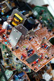 Odpady deskowe elektronika, microcircuits, capacitors zdjęcia royalty free