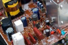 Odpady deskowe elektronika, microcircuits, capacitors zdjęcia stock