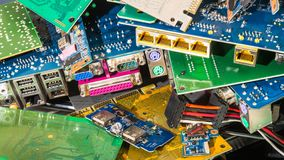 Odpady stos od odrzucać komputerowych części obrazy royalty free
