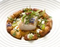 Odparowana ryba z kartoflanymi croquettes zdjęcia royalty free