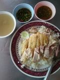 Odparowani ryż z kurczakiem i polewką Fotografia Stock