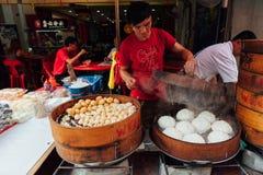 Odparowany babeczki jedzenia kram w Chinatown, Kuala Lumpur, Malezja Zdjęcia Stock